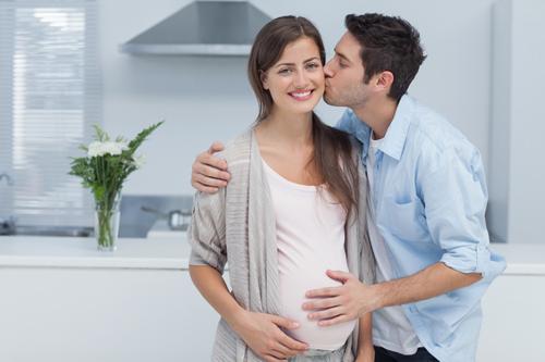 Chịu khó khen vợ bầu để vợ ít bị căng thẳng