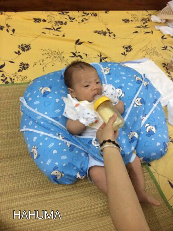 Gối cho con bú sữa chống ọc sữa Hahuma
