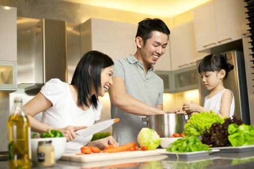 Hãy giúp vợ bầu các công việc trong gia đình