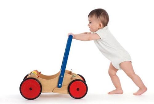 Xe tập đi cho bé là món quà tặng không thể thiếu